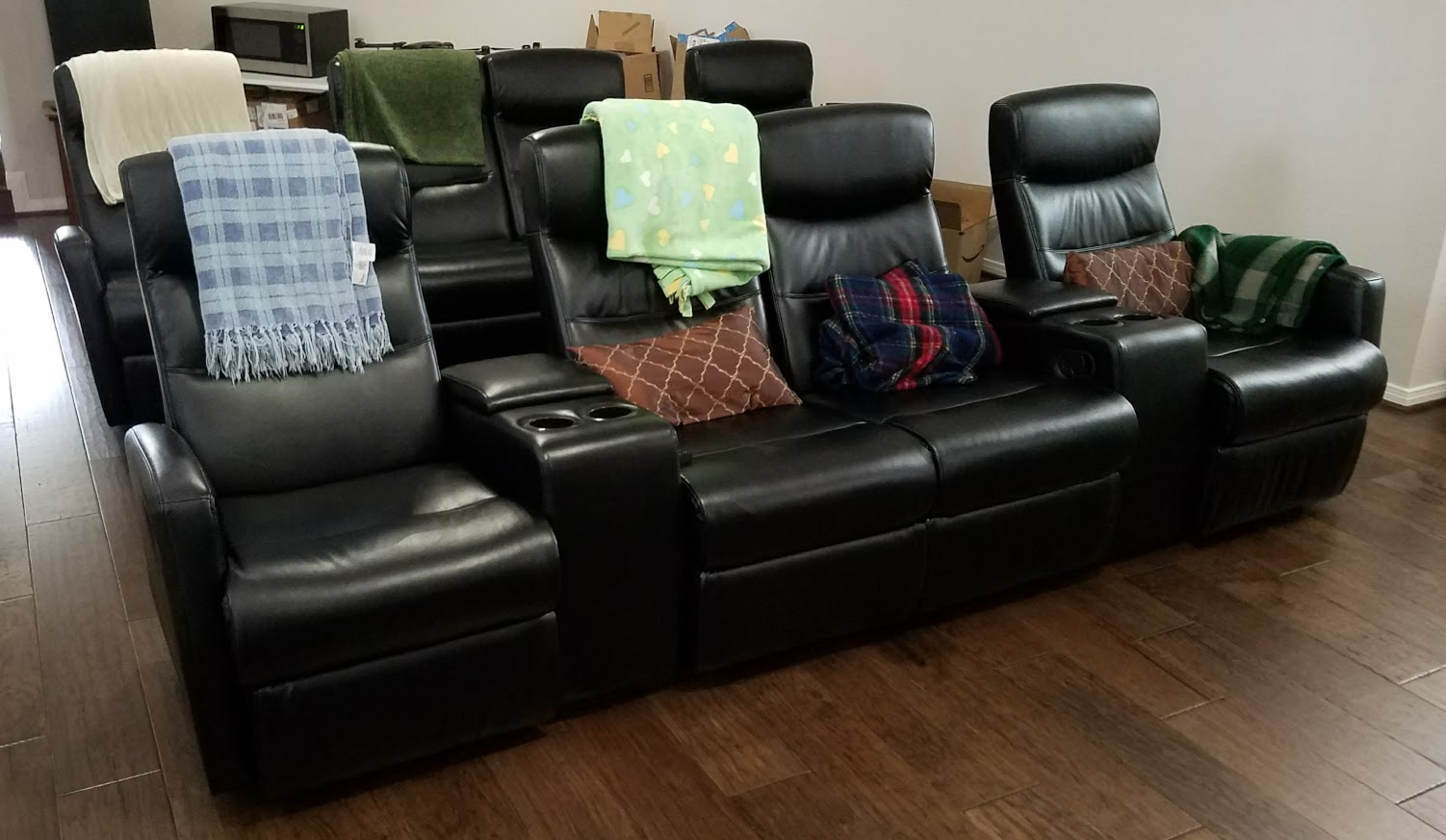 review flash furniture 4 seat black leather home theater recliner with storage consoles. Black Bedroom Furniture Sets. Home Design Ideas